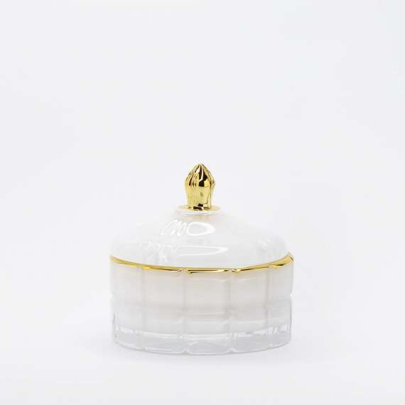 zvake-balta-stikliniame-indelyje